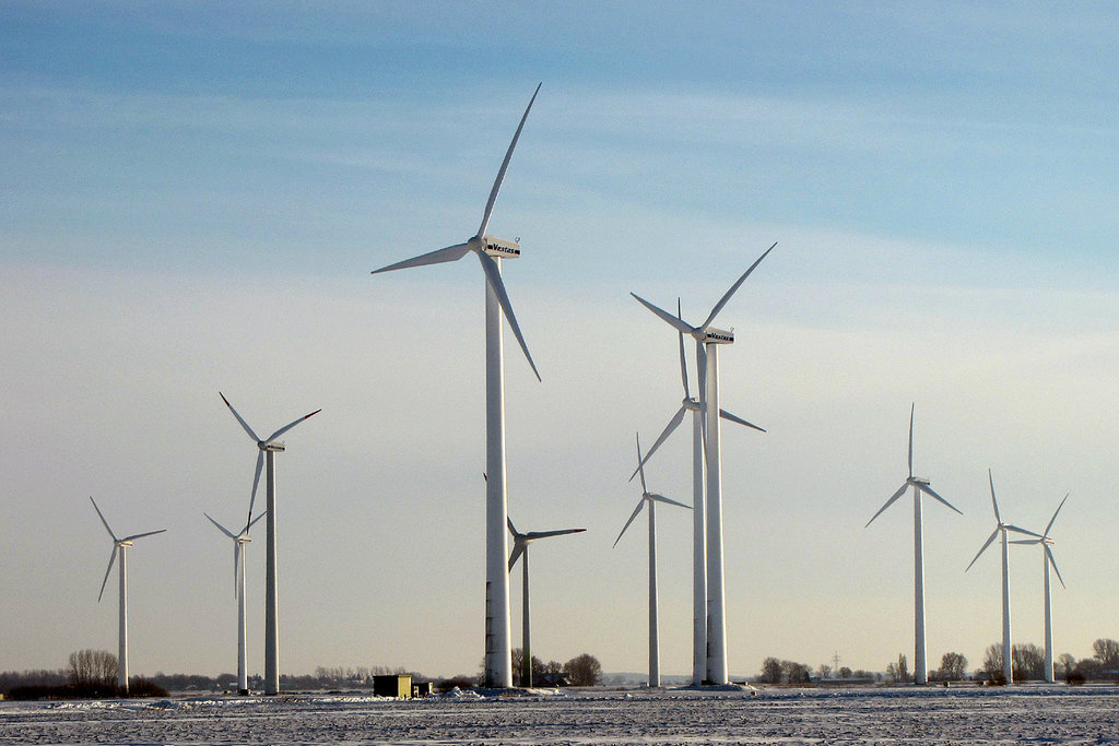 Wind turbines on a wintry field in Dithmarschen, Germany. December 2010 [BlueRidgeKitties/Flickr]