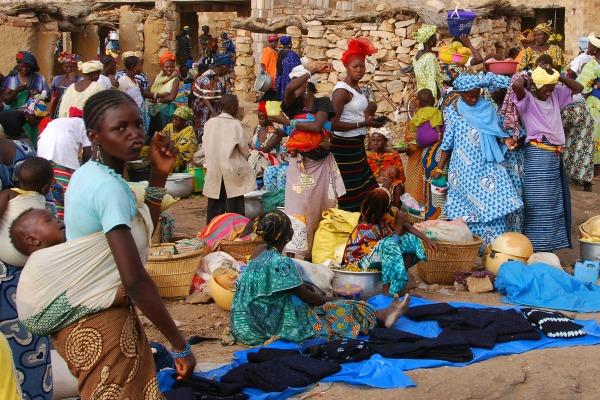 Un marché au Mali © Andrzej Grzegorczyk/ Shutterstock.com