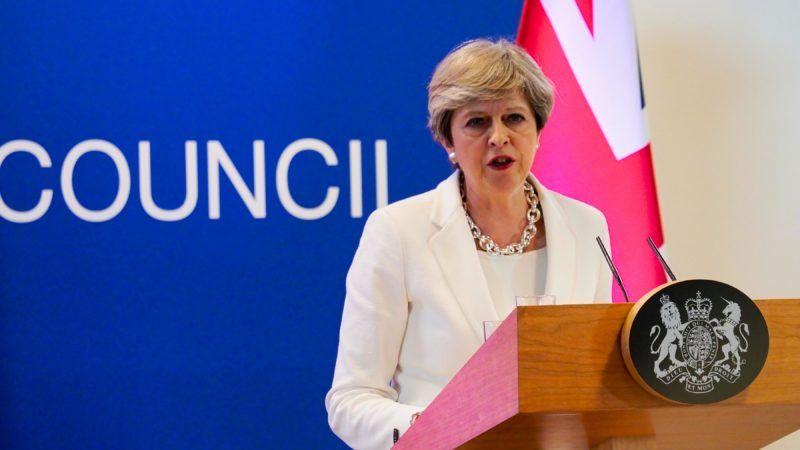 Theresa May détaille son projet pour les immigrés européens